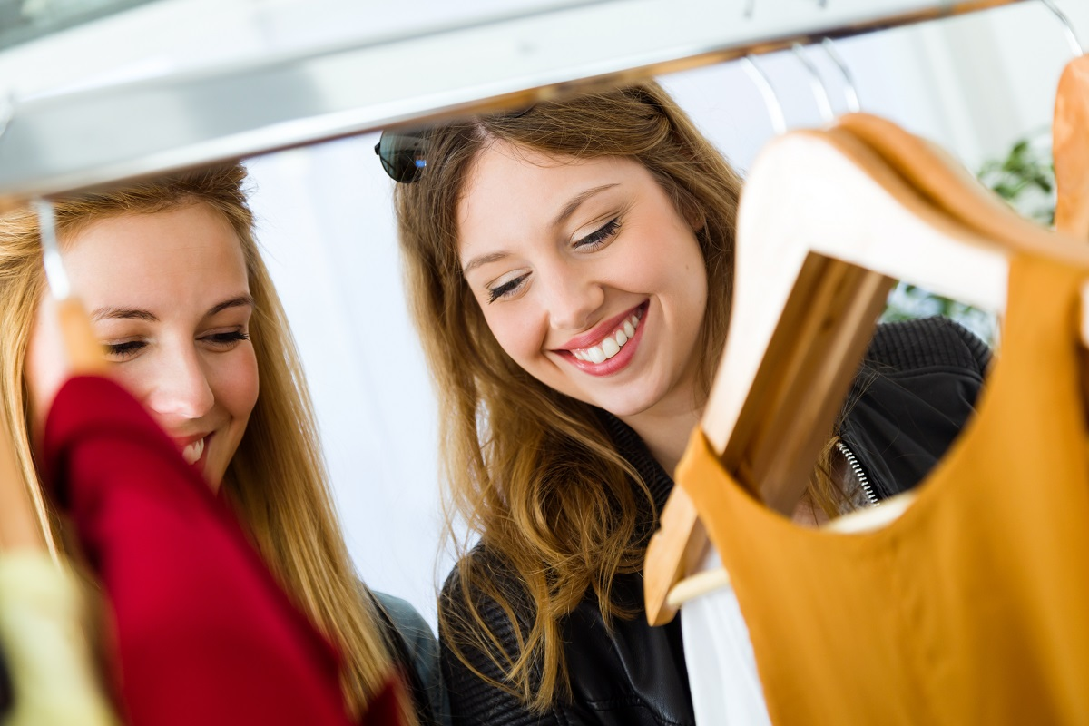 2 women looking at clothes in a store