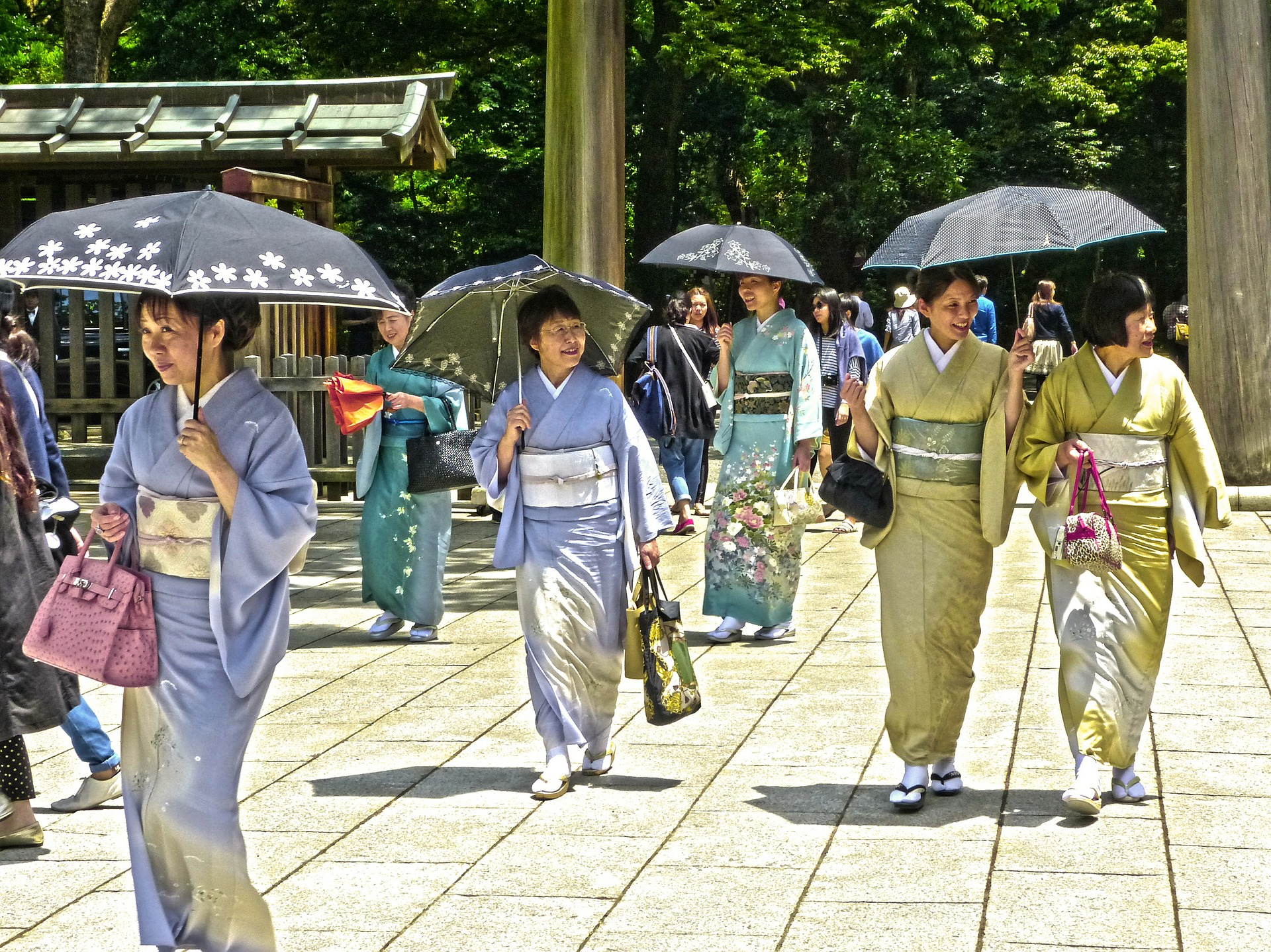 Japanese Cultural Norms and Values to Know While You're Travelling